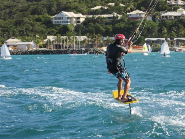 Les Océania comptent aussi une compétition de cite surf. Ici, un cite sur foil.