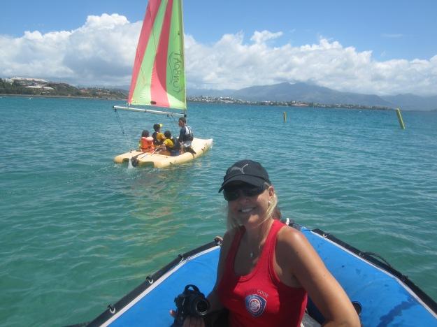 """Vanessa, Directrice de l'EIJC, a assisté aux relais des """"maisons"""" en funboat."""
