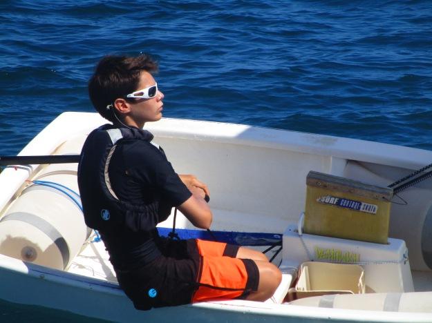 Clément vient de disposer d'un bateau fourni par le club d'Antibes. Notre représentant aura des voiles neuves qu'il ramèrera en NC.