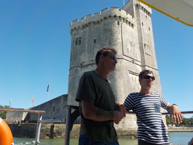 Les voyages forgent la jeunesse ! première visite de La Rochelle pour Yvan et Ange Margaron: ville magnifique qui présente tous ses charmes sous le soleil.