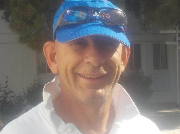 Ancien coureur professionnel, Xavier Dagault vit depuis 1 ans avec une sclérose en plaque. Membre du Pole France Handivoile, Xavier porte un message fort pour vivre sa passion.