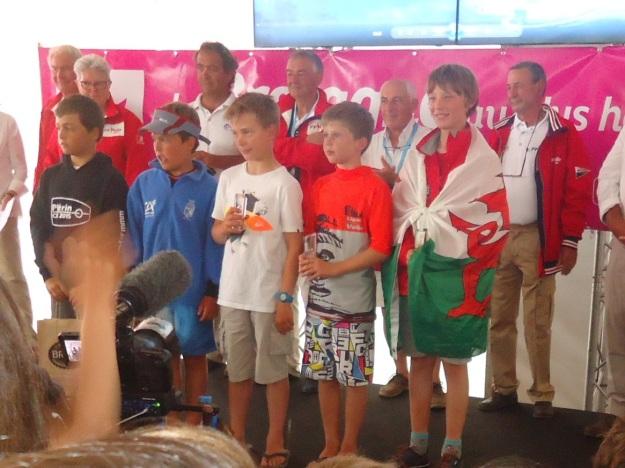 De gauche à droite: Lou SIMON, Alan FOURN, Titouan GIANNANTONI, Aurel MARTIN et Kai WOLGRAM (qui est en fait un garçon d'une tête de plus que les autres, qui a fait 7ème de la CIE 2014.