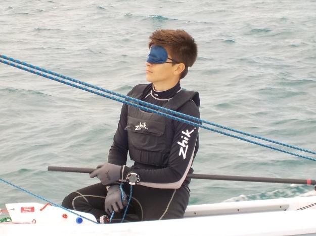 Naviguer en aveugle au portant comme au près permet de se centrer sur les sensations et faire corps avec le bateau.
