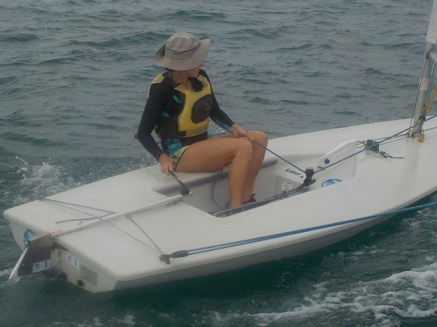 """Marie découvre le plaisir que procure  ce bateau, mais aussi le stress  lié à son côté """"volage""""."""