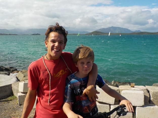 Ange Margaron retrouve Aurel avec plaisir: le premier benjamin de la CIP 2016 en optimist passe le relais à son ainé qui disputera en juillet le championnat d'Europe de 2.4 (bateau paralympique)