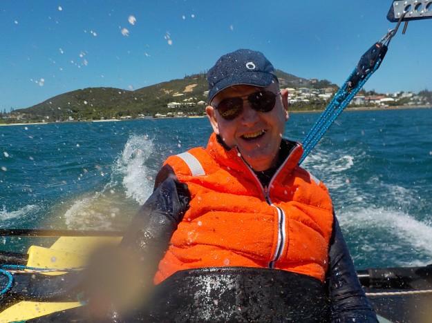 Pour la deuxième fois, Philippe navigue sur le trimaran Weta: son sourire nous livre la meilleure des récompenses.
