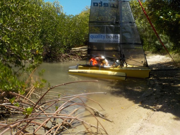Escale de charme sur un îlot là où très peu de bateaux peuvent accéder du fait du faible tirant d'eau nécessaire.